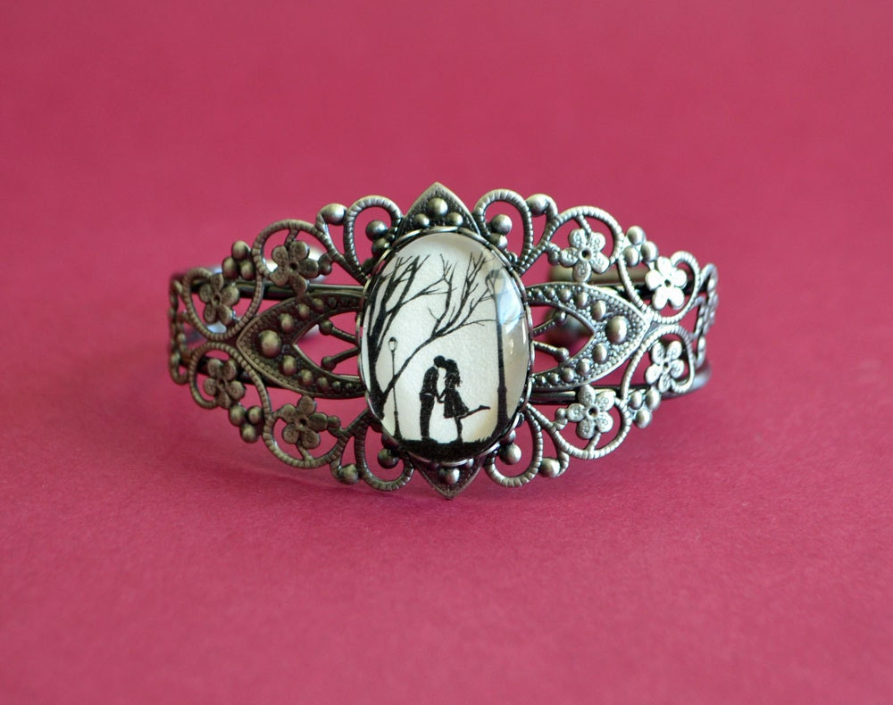 Silhouette Art Bracelet Filigree Bangle AUTUMN KISS