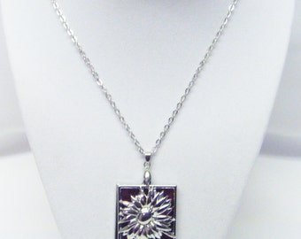 "Silver Plated Flower w/""He loves me, he loves me not"" Message Pendant Necklace"
