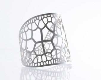 Corollaria Bracelet | lasercut rubber jewelry | Corollaria collection