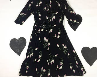 """1940's silky rayon daisy flower printed button up shirtwaist dress 40's lovely avant garde detail collared bustle pinup day dress M L 30"""" w"""