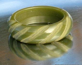 Estate Bakelite Ring Carved Vintage Avocado Green Band Finger Sage Antique Modernist Domed Mid Century Size 5.25 - 5.5 UK J K Boho Chic Look