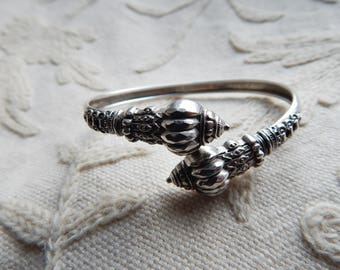 Antique Victorian Etruscan Revival 800 Stamped Silver Wraparound Bangle