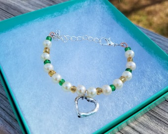 Cute green and gold heart bracelet