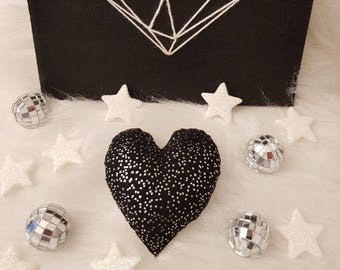 Glitter has PPetit heart for black cat!
