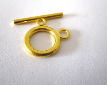 Gold toggle clasp