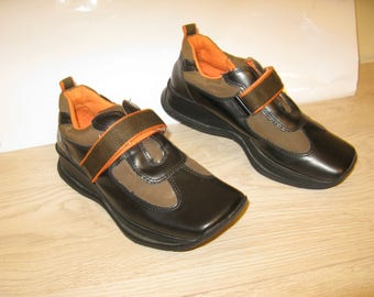 Square nose leather and fabric sneakers