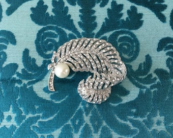 Pearl Feather Brooch.Rhinestone Pearl Feather Brooch.Crystal Pearl Feather brooch.Feather Pin.Silver Brooch.Vintage Style.Feather Broach.pin