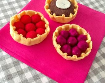 "Collectible felt ""My little pastries"" set of 3 tarts (chocolate, raspberries, cherries)"