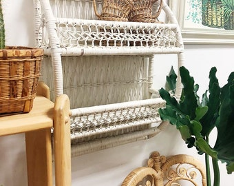 Vintage white wicker shelf / wicker wall shelf / white wicker wall shelf / rattan shelf / vintage shelf / retro shelf / bamboo shelf