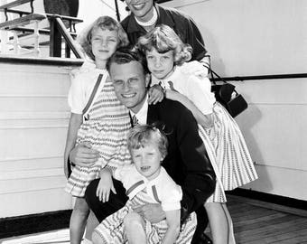 Billy Graham with Wife Ruth and Daughters in 1954 - 5X7 or 8X10 Photo (AZ-410)