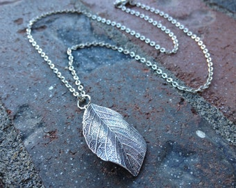 Leaf Dark Silver Necklace