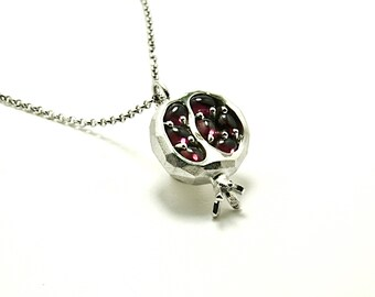 Pomegranate and garnet pendant in silver, made entirely by hand. Made in Italy