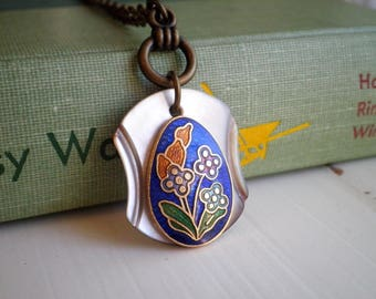 Vintage Enamel Flowers Mother Of Pearl Button Pendant - Retro Bohemian Button Charm Necklace - Floral Cloisonne Boho Jewelry Gift For Her
