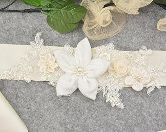 wedding belt,wedding sah,bridal belt/sash,bride belt/sash,beaded floral sash/belt, ivory rosette wedding belt/sash,