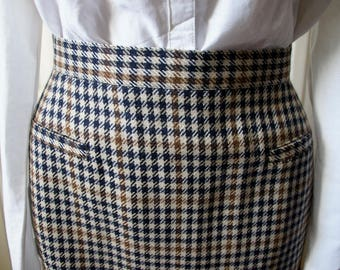 Plaid skirt vintage right. 1940s style