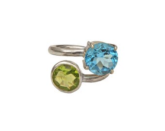 Blue Topaz and Peridot Antique Style Silver Ring