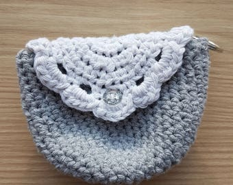 Handmade crochet pouch with a keychain ring (White/Gray) #0401