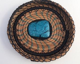 Aiguille de pin bleu marine et Turquoise Basket - article 825 par Susan Ashley