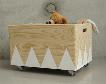 Wooden toy box rolling triangel Scandinavian design for Kid-Rooms