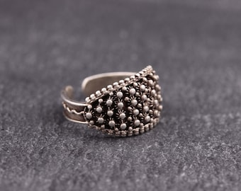 Sterling silver ring with free size