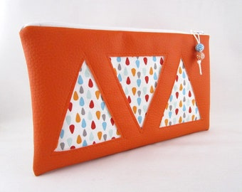 Flat clutch in faux leather fabric and orange drops multicolored