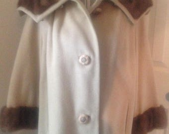 Vintage Ladies Tan Coat With Fur Collar and Cuffs