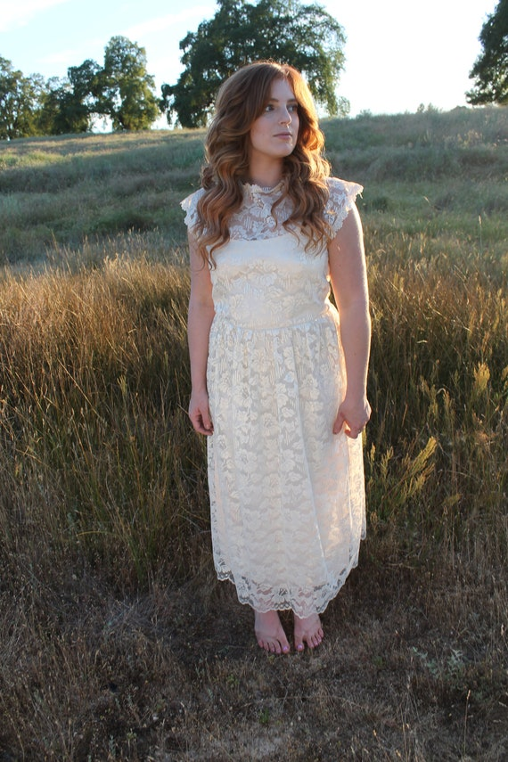 GOING to the CHAPEL Vintage Lace Bridal Gown Cream Lace Wedding Dress