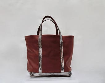 New shopping bag in 100% chocolate leather with grey-taupe sequins