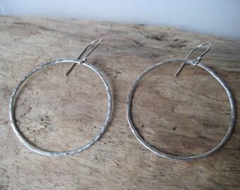 Silver Hoop Earrings - Hammered Circle Earrings, Thin Hoop Earrings, Everyday Jewelry, Minimalist Earrings, Dangle Earrings, Boho Chic