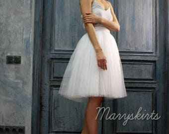 Tulle skirt with matching lining, fixed waistband with hidden zipper (color - White)