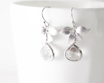 Clear Crystal Earrings // Silver Leaf Earrings // Bridesmaid Gift //  Clear Glass Crystal Earrings // Wedding Jewelry