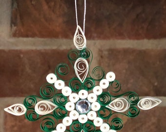 Paper quilled green and white snowflake