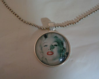 Marilyn Monroe Red Lips Black and White Pendant Photo Charm Chain Necklace