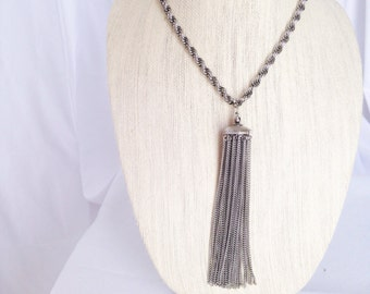 Gorgeous Silvertone Dangle necklace