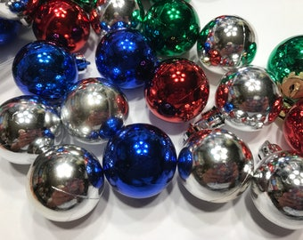 6 piece assorted mini plastic Christmas ball mix, 30 mm (LR12)
