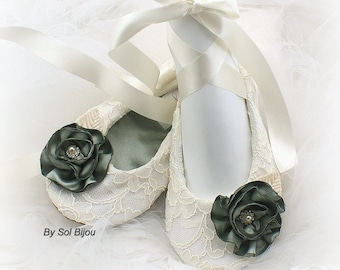 Ivory Lace Flats,Sage Green,Green Ballet Flats,Ballet Slippers,Wedding Flats,Lace Up Flats,Vintage Style,Maid of Honor,Elegant Wedding,Shoes