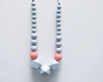 Collier d'allaitement, collier de portage, collier de dentition- Castille - gris & rose orange