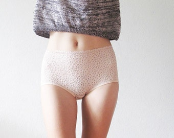 Vintage white/pale pink lacy Hipster style Panties. Lace and elastic satin.