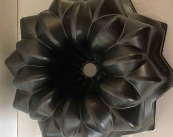 NordicWare Platinum Series Cast Aluminum Star Bundt Pan
