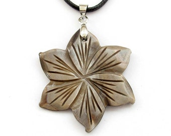 Deep Brown Color Sea Shell Flower Pendant Necklace 30mm x 30mm  T3121