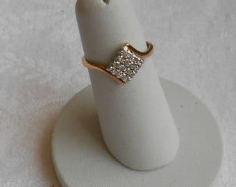 18 ct Gold  16 diamond pavé ring