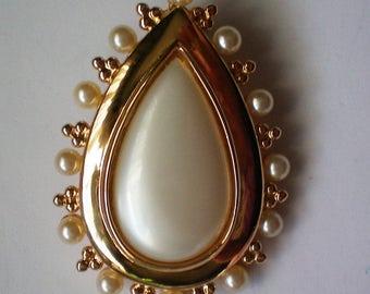 Stunning Faux Pearl Tear Drop Brooch / Pendant Combination - 5231