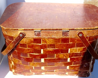 Wood Splint Picnic Basket with Hinged Lid & Swing Handles 1950s vintage picnic hamper, splint basket w/ wood lid