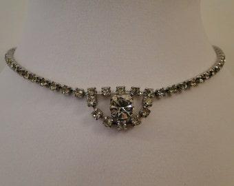 Adorable Vintage Rhinestone Choker Necklace