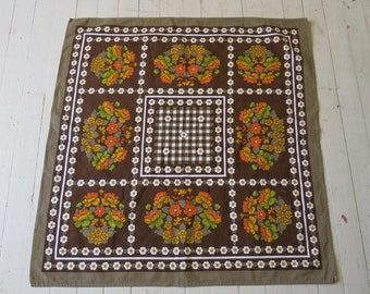Cool 70s tablecloth with flowers