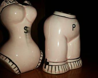 Pantyloom boudouir salt and pepper shakers, pink with black detailing. Made in Japan