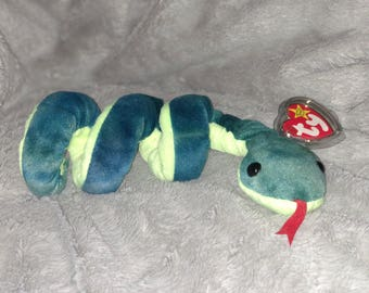 Ty Original Hissy Beanie Baby(Rare), Style 4185, PVC Pellets, No red # in tush tag. KR (Korean) next to 1965.