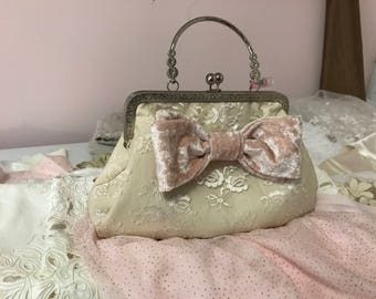 Retro 1940's style purse in lace with blush bow