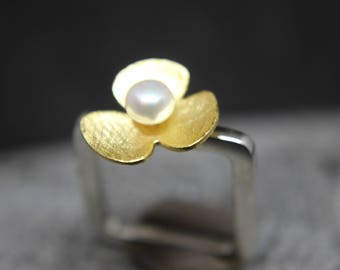 Ring of 925 sterling silver ring with flower and freshwater pearl