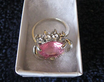 Ladies Ring Size 7 Pink Stone Silvertone Gift Boxed CL30-4